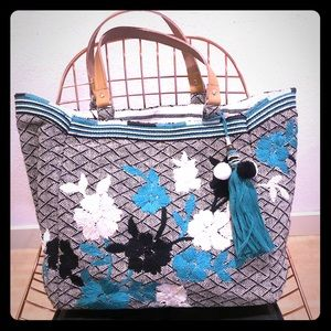STAR MELA- AMARIS EMBROIDERED TOTE